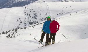La-Molina-parella-esquiadors-sant-valentin-foto-oriol-molas