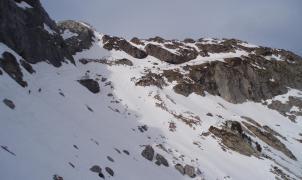 Un snowboarder muerto al precipitarse por un cortado en un fuera pista cercano a Candanchú