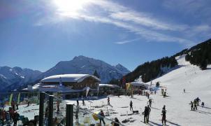Mayrhofen prohíbe el alcohol en lugares públicos y usar botas de esquí a partir de las 8 de la tarde