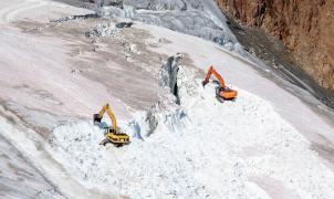 Los naturalistas denuncian que se destruye un glaciar austriaco para una estación de esquí