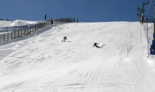 """Aramón espera otro fin de semana de sol, carreras """"alocadas"""", competiciones para jóvenes y freestyle en la nieve"""