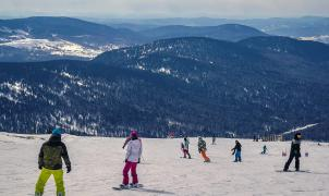 Siberia aprovecha la Covid para atraer al turismo de esquí ruso que iba a los Alpes y Andorra
