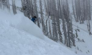 Estados Unidos empieza a abrir estaciones de esquí de forma escalonada a pesar a la Covid-19