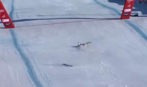 Vídeo: Durísima caída del suizo Kryenbuehl en el descenso de Kitzbühel