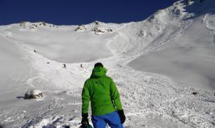 Espectacular vídeo de un alud que arrastra a 5 esquiadores en los Alpes franceses
