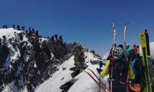 Si quieres hacer colas no hay que ir al Everest, basta subir al Aneto: 250 ascensiones al dia