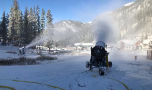 Empieza la carrera por ser la primera estación de esquí en abrir de América del Norte