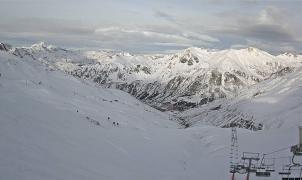 Astún abrirá el día 26 de diciembre con 16,6 km esquiables. Fotos actuales de las pistas