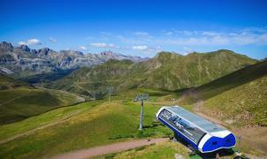 Astún abre este sábado su telesilla de verano, el mejor acceso a los lagos de montaña