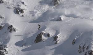 """Un snowboarder provoca una avalancha y se salva """"por los pelos"""" en la Val d'Aran"""