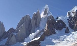 Graban una impactante avalancha de escarcha en El Cerro Torre