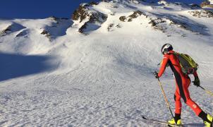 ¿Un mono de esquí de montaña hecho con redes de pesca recicladas? existe y es de Ternua