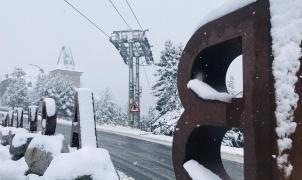 La primera gran nevada de otoño en imágenes y vídeos