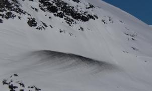 Noruega rocía un paso de montaña con 18 toneladas de cal negra para derretir la nieve