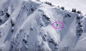 El vídeo de un snowboarder casi engullido por una avalancha en la Val d'Aran