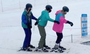 Llegan los esquís triples para los amantes de esquiar en compañía...