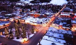 La ciudad y estación de esquí de Jackson completamente vacía a vista de dron