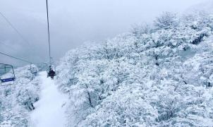 Las nevadas pueden adelantar la temporada casi un mes en Chapelco, Caviahue y Cerro Bayo
