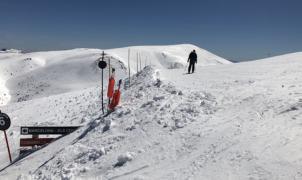 Un esquiador de 26 años muere en la Comabella de La Molina al impactar contra un paravientos
