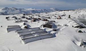 Enterrado con 7 metros de nieve, el esquí de Argentina y Chile espera luz verde para abrir