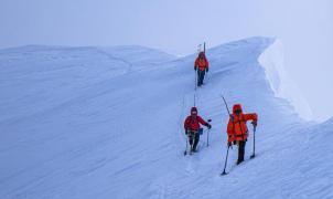Dos esquiadores amputados completan el primer descenso en esquí adaptado del Denali