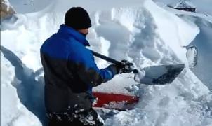 El vídeo más viral: Así rescató una camioneta enterrada bajo la nieve en Las Leñas