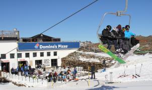 Abre en Sierra Nevada la tienda Domino's Pizza más alta de Europa