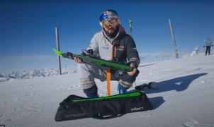 El esquí plegable que se guarda en una maleta, es de Elan y se llama Voyager