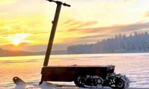 Llega el primer patinete eléctrico para la nieve. Eso sí, prepara unos 6.000€