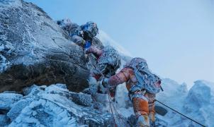 La furia se desata en la cima de la montaña más Alta del Mundo. Llega Everest, la película