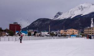 En Ushuaia ha nevado tanto que han convertido el centro de la ciudad en pistas de esquí