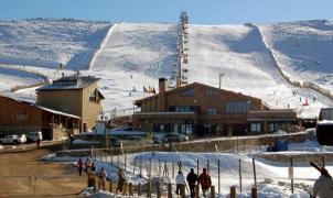 El alcalde de Béjar ofrece esquí gratuito a los universitarios en La Covatilla