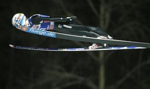 Anders Fannemel logra su primer triunfo y lidera la Copa del Mundo de saltos de trampolín