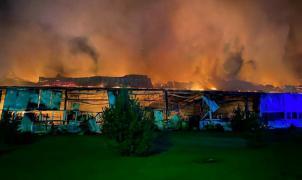 Un incendio calcina la mayor fábrica de esquís de Europa, propiedad de Fischer