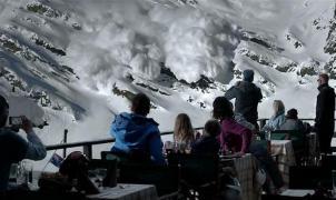 La redes viralizan como real un vídeo falso de un padre que abandona a sus hijos en una avalancha