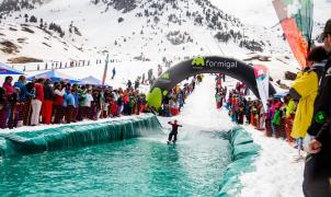 Aramón dice adiós a la temporada con descensos tropicales, water slide y buena música