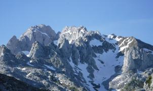 La racha negra en los Picos de Europa sigue con un nuevo montañero muerto y otro herido