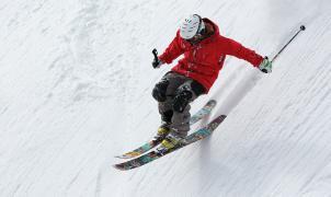 6 consejos para elegir bien un casco de esquí sin romperte la cabeza