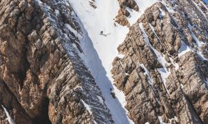 Aventura de Snowmads by RedBull esquiando en el Irán más remoto