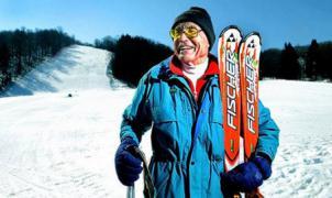 El auge del esquí entre los jubilados puede acabar con su privilegio de esquiar gratis