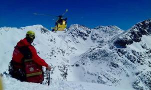 Fallece uno de los jóvenes atrapados por un alud en la Val d'Aran y reabre el debate de los fuera pistas