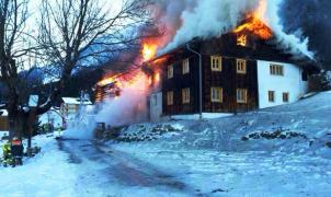 Un incendio arrasa un edificio en Ischgl
