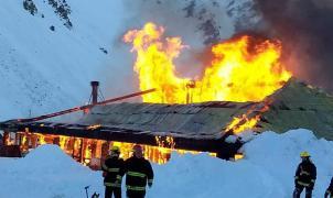 La Hoya: un gran incendio destruye la confitería del centro de esquí