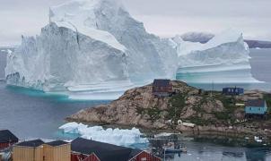 Desalojado un pueblo de Groenlandia por un iceberg que amenaza con destruirlo