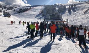 """El esquí cierra un """"gran"""" Puente con cerca de 300.000 esquiadores y un 90% de ocupación"""