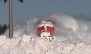 Espectacular vídeo de un tren cortando la nieve a toda velocidad por el este de Canadá