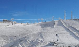 La nieve artificial llega a Manzaneda para competir con las grandes estaciones de la Península