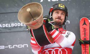 Hirscher firma su novena victoria récord en la pista suiza de Adelboden al vencer en el slalom