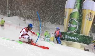 Schwarz, bajo una intensa nevada, vence en el slalom nocturno de Schladming