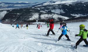 """La OMS reconoce que """"muy pocos se contagiarán bajando una pista con esquís"""""""